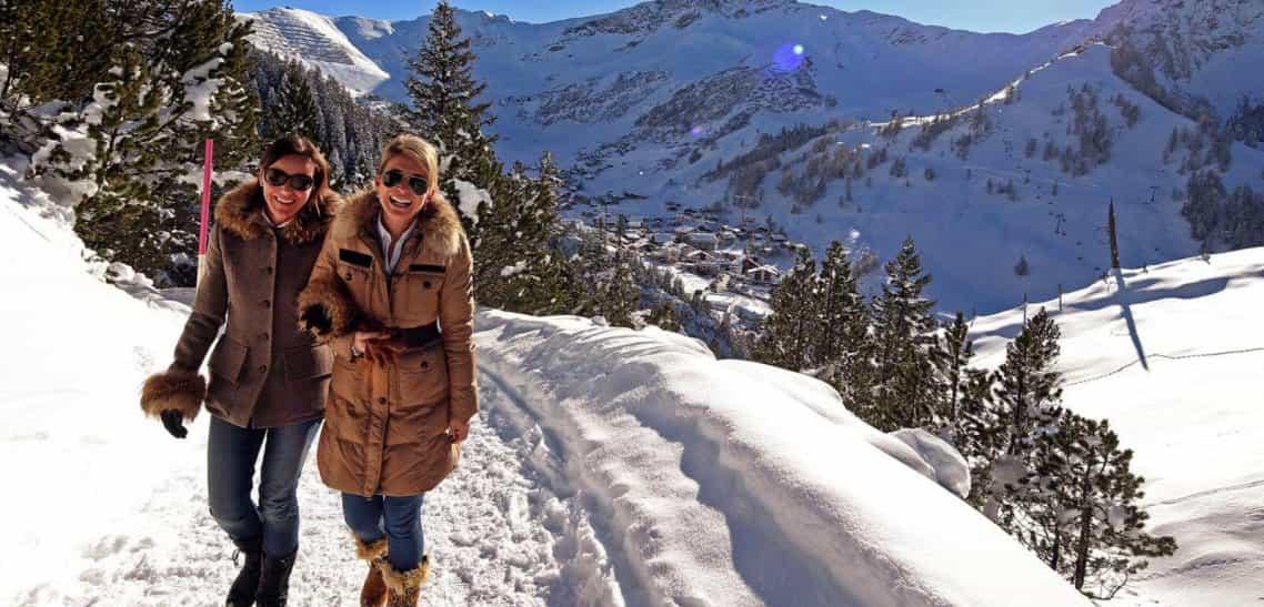 Winterwanderung auf dem idylischen Schwemmiweg in Steg