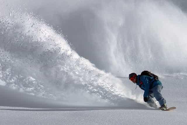snowboarder, snowboarden, snowboard